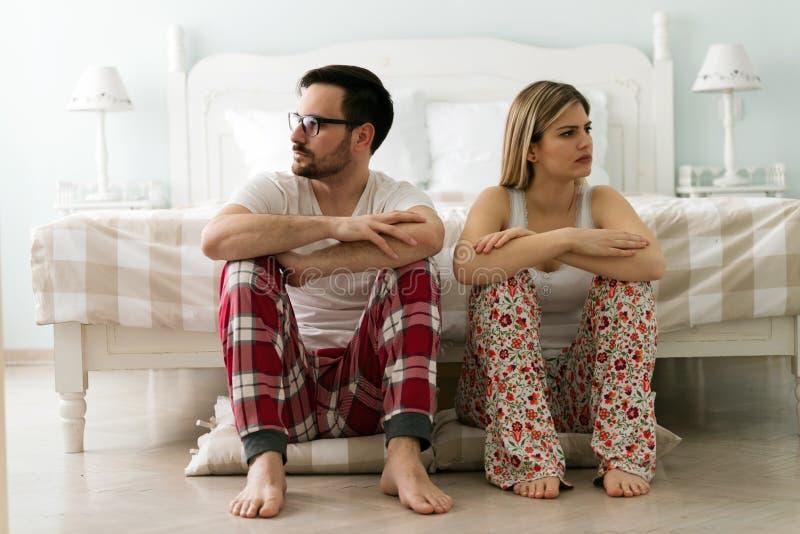 年轻夫妇有问题在他们的关系 免版税库存照片
