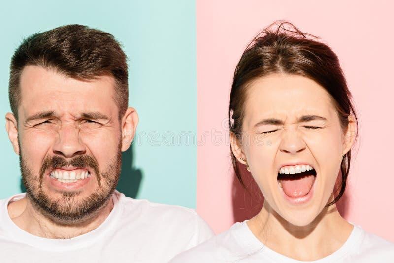 年轻夫妇,人,妇女特写镜头画象 一是激动愉快微笑,其他严肃,关心,不快乐在桃红色 图库摄影