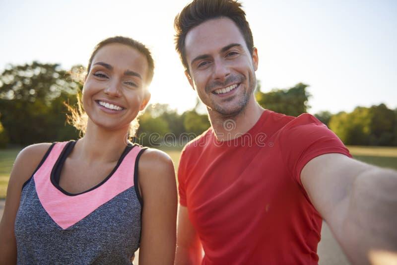 年轻夫妇Selfie  免版税库存图片