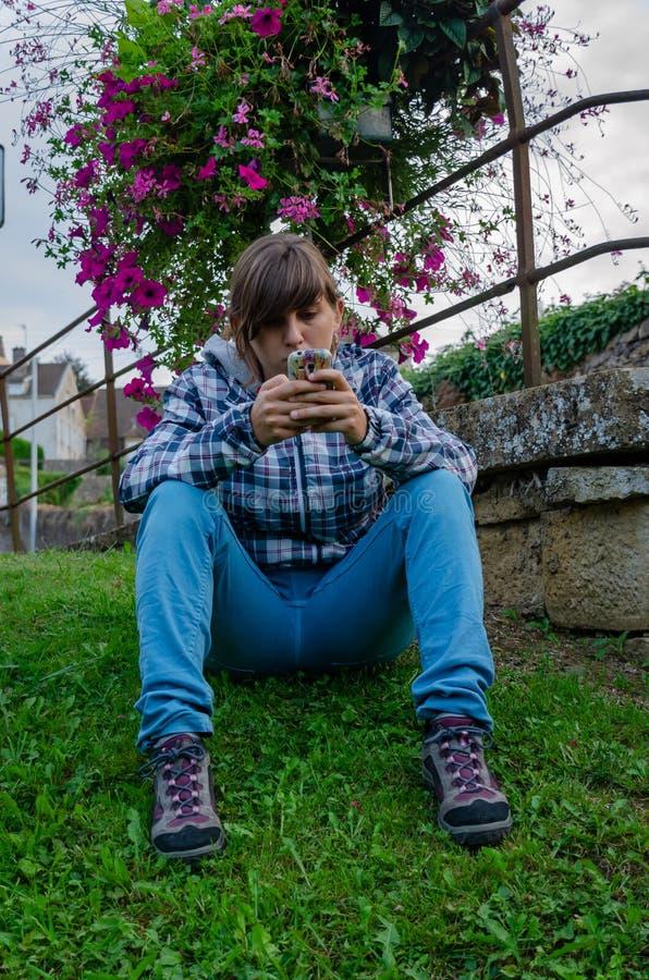 年轻女人看在领域的流动开会 图库摄影