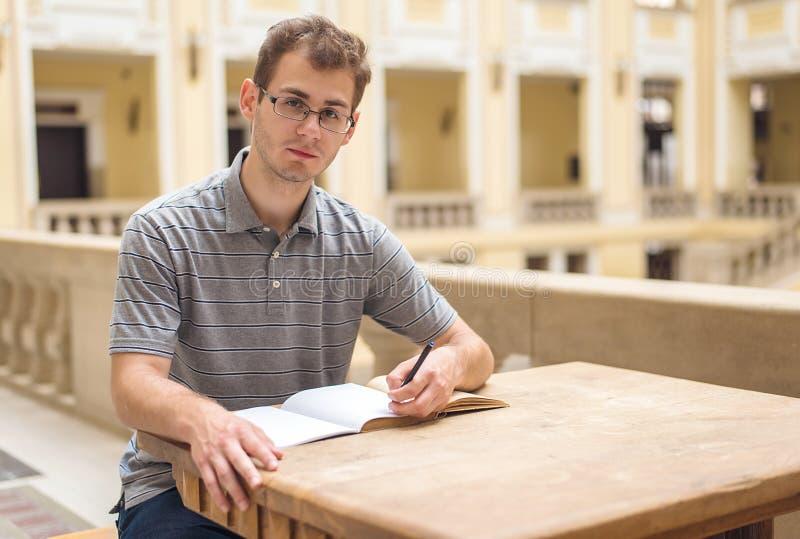 年轻学生人学会 免版税库存图片