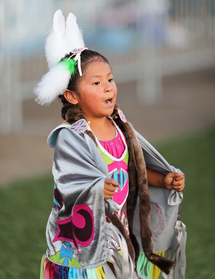 年轻当地舞蹈家 图库摄影