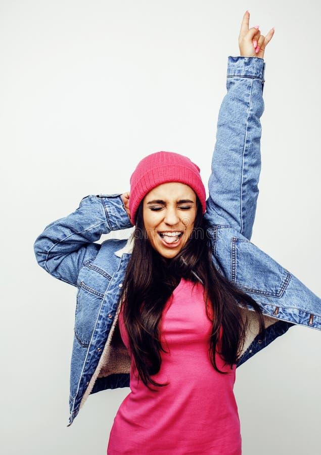 年轻愉快微笑的拉丁美洲十几岁的女孩情感摆在白色背景,生活方式人概念 图库摄影