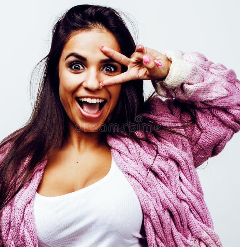 年轻愉快微笑的拉丁美洲十几岁的女孩情感摆在 库存图片
