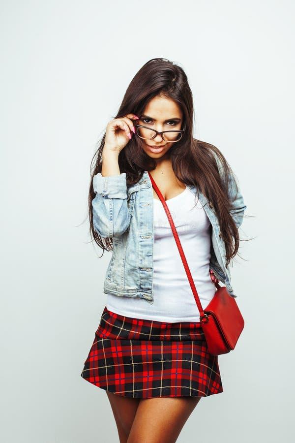 年轻愉快微笑的拉丁美洲十几岁的女孩情感摆在 图库摄影