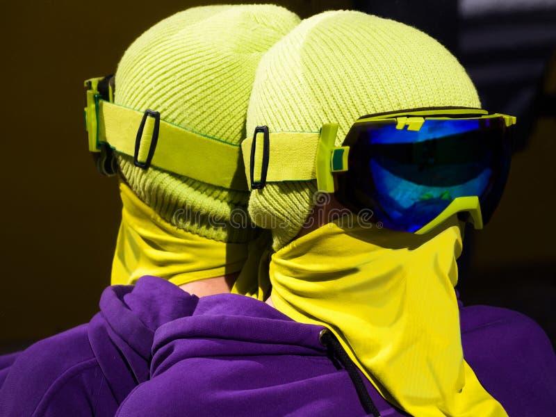 年轻挡雪板或滑雪者画象  免版税库存照片