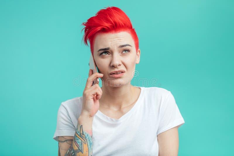 年轻时髦的妇女doesn ` t要与男朋友谈话 库存图片