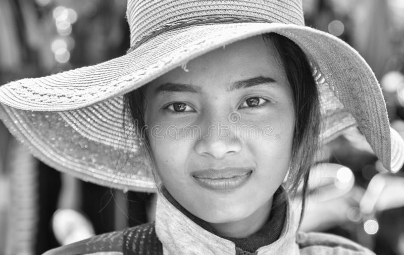 年轻柬埔寨女孩的画象 免版税库存照片