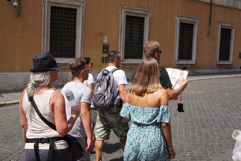 年轻游人在罗马 免版税库存图片