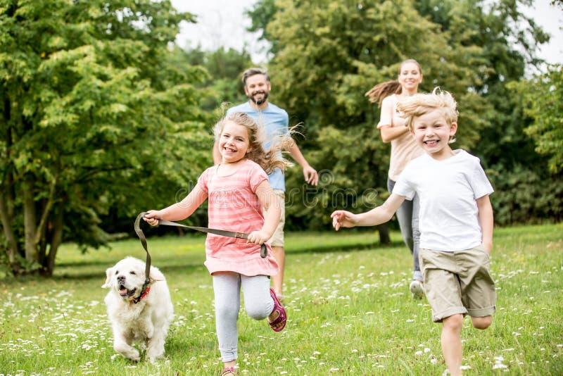 年轻男孩和女孩作为家庭 库存照片