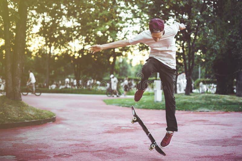 年轻男性亚文化群极端体育都市概念 库存图片