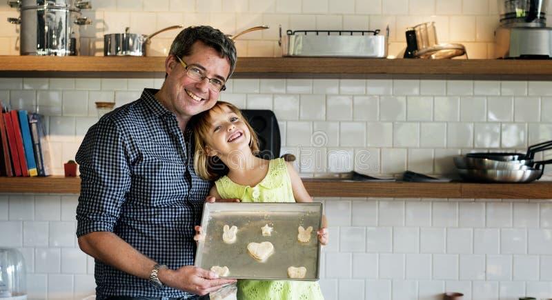 年轻白种人面包师 免版税库存图片
