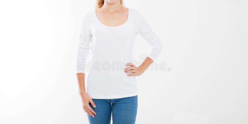 年轻白种人, europian妇女,空白的白色T恤杉的女孩 T恤杉设计和人概念 在whi隔绝的衬衫的硬前胸视图 库存图片