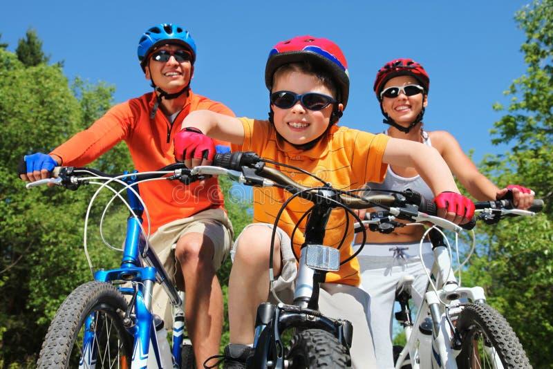 年轻的骑自行车者 库存照片