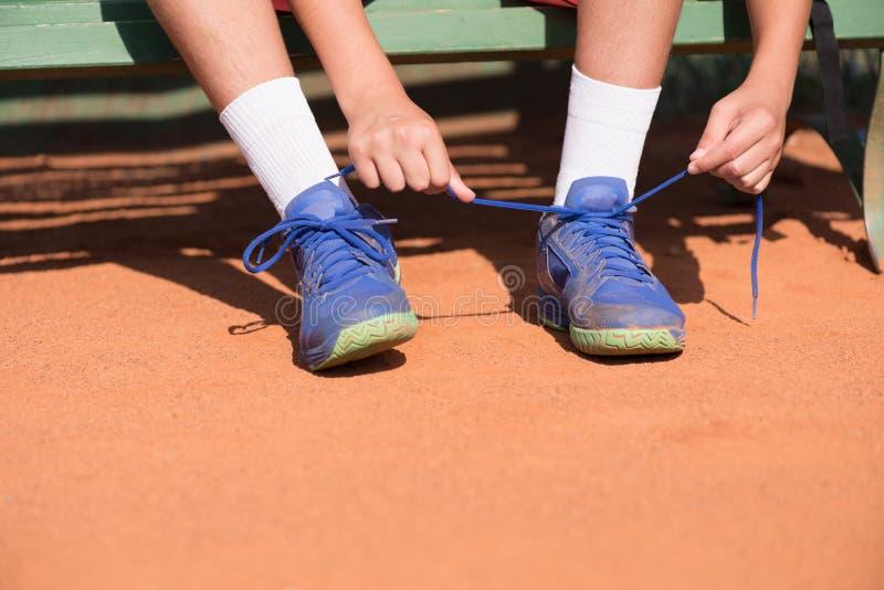 年轻网球员为重要比赛做准备 免版税库存图片