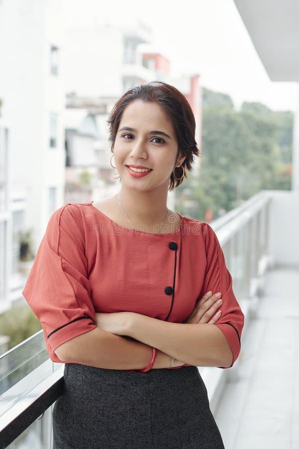 年轻美丽的印度妇女 免版税库存照片