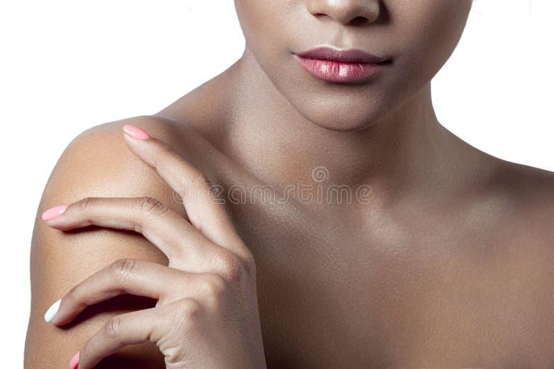 年轻美丽的女孩的棕榈和嘴唇有干净的完善的皮肤分类的 图库摄影