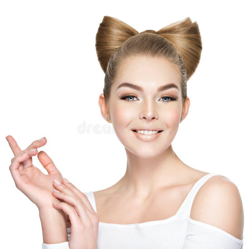 年轻美丽的时髦的魅力妇女 图库摄影