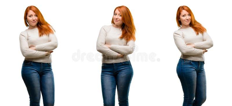 年轻美丽的红头发人妇女被隔绝在白色背景 免版税库存照片