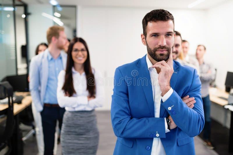 年轻透视买卖人成功的队在办公室 免版税库存照片