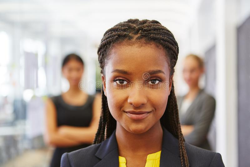 年轻非洲女孩当企业新加入者 免版税库存照片