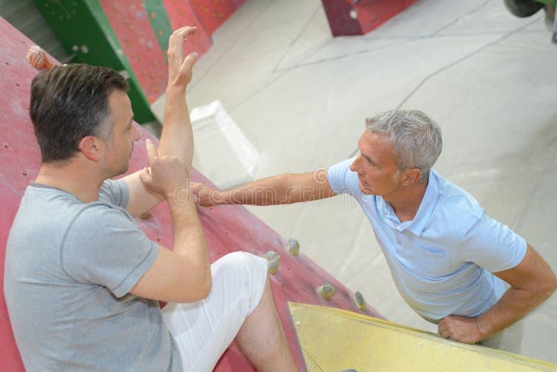 年迈的人实践的极限运动 免版税库存照片
