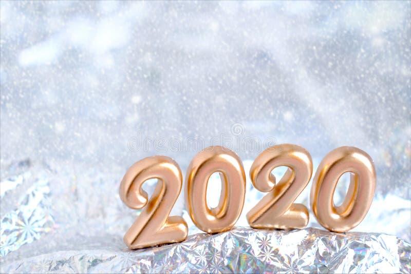 2020年金色圣诞快乐新年设计横幅 模糊的银雪背景 贺卡模板圣诞节和贺卡 库存照片