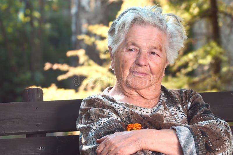 年长休息的妇女 库存照片