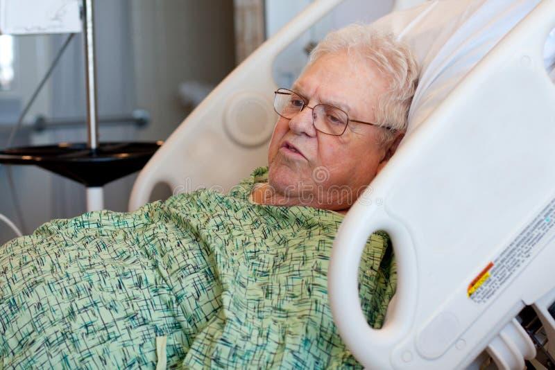 年长医院男性耐心访问 库存图片