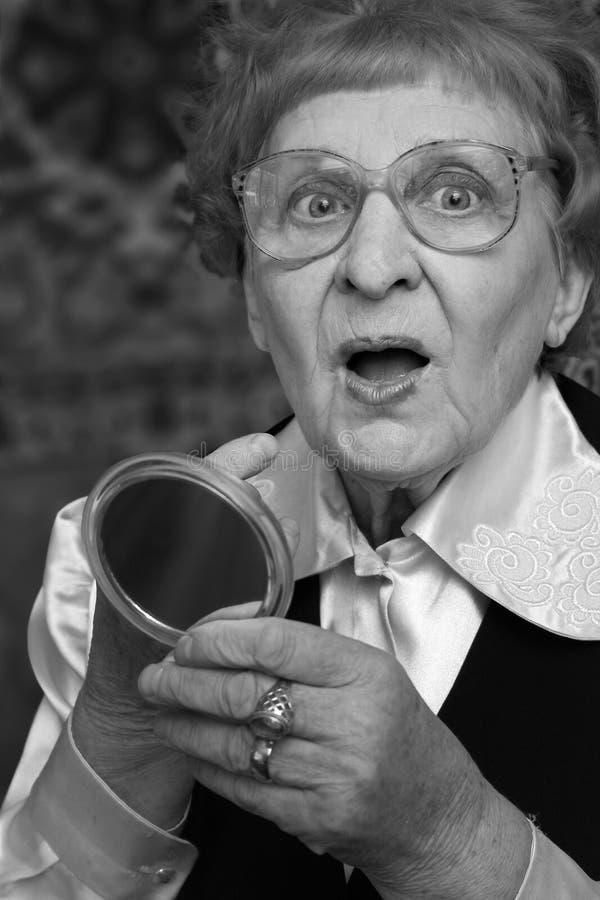 年长夫人惊奇 免版税库存照片