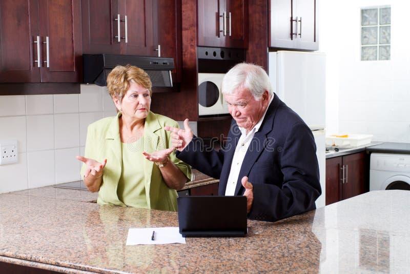 年长夫妇争论 免版税库存照片
