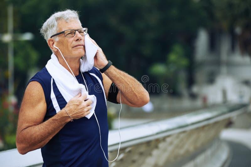 年长慢跑者 免版税图库摄影