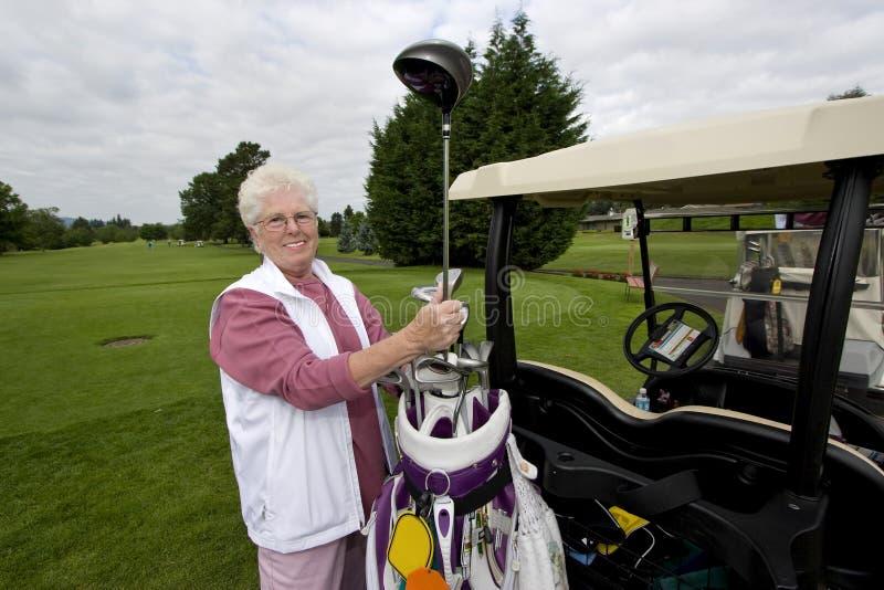 年长高尔夫球运动员 免版税图库摄影