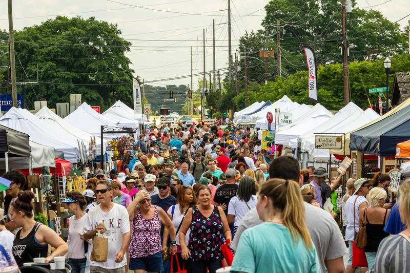2019年麦唐纳,乔治亚大竺葵节日-拥挤市场 库存图片