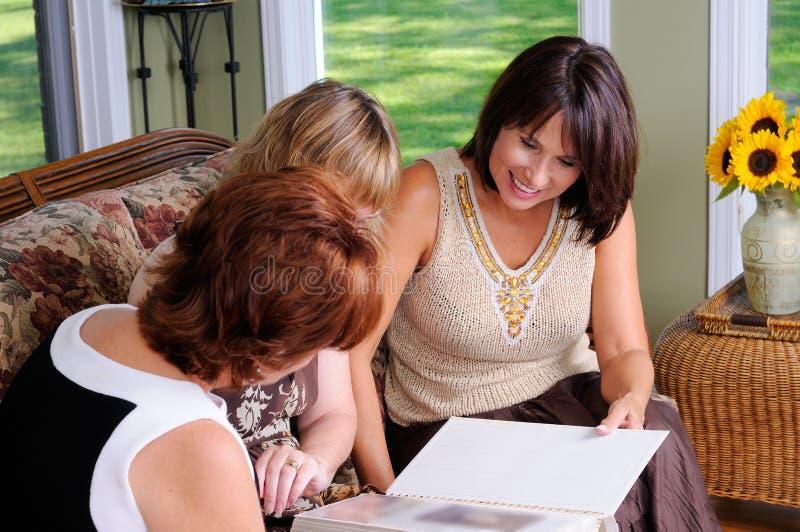 年龄中间名三妇女 免版税库存图片