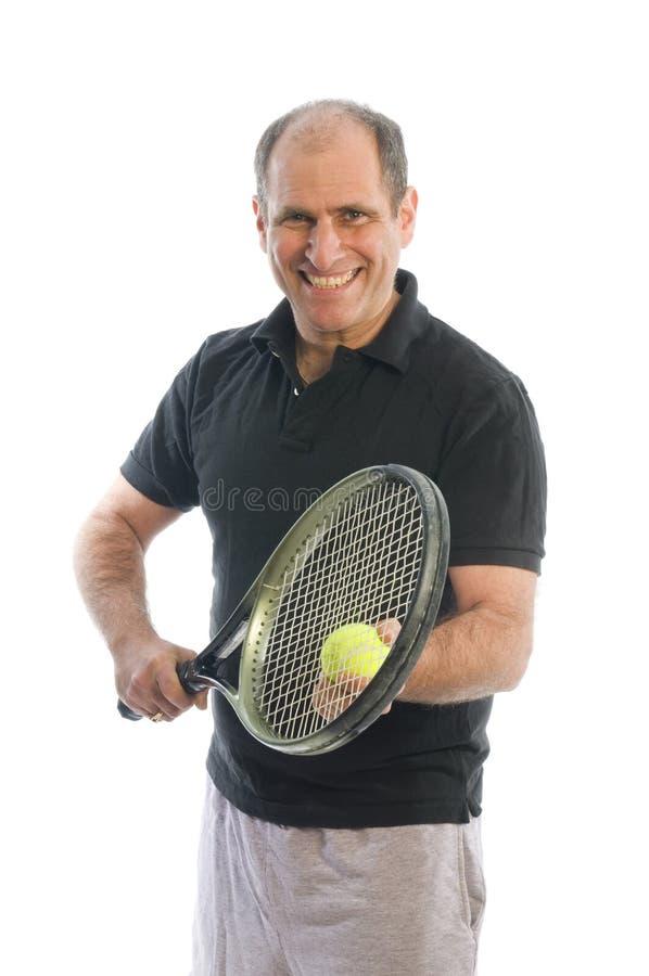年龄愉快的人中间使用的网球 免版税库存照片