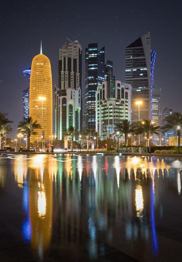 2017年4月第1 :多哈的市中心在夜之前 库存照片