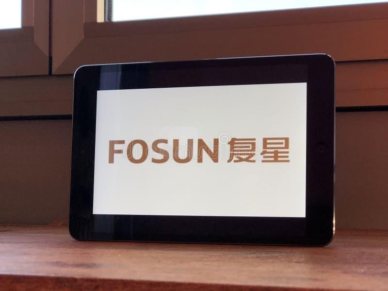 2020年1月,意大利帕尔马:平板电脑屏幕上的复星公司标识图标 复星品牌 免版税图库摄影