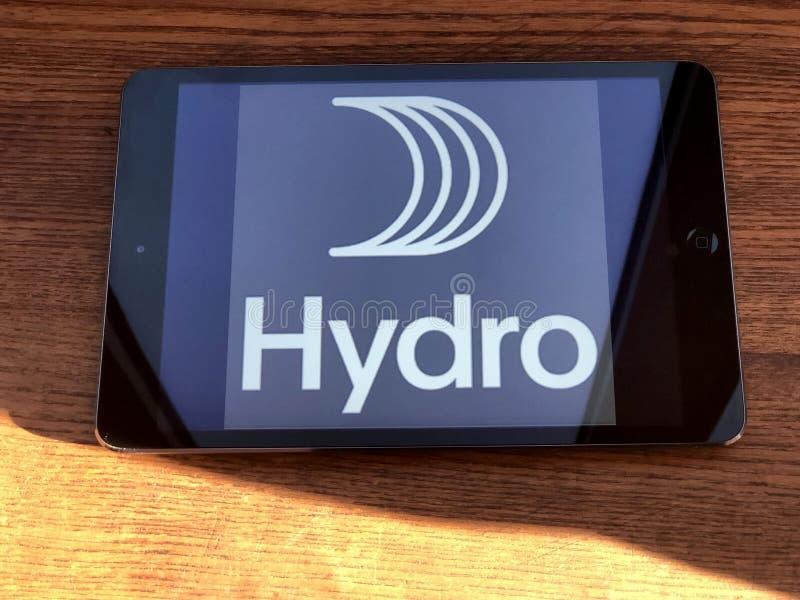 2019年12月,意大利帕尔马:平板电脑屏幕上的Hydro公司标识图标特写 水文视觉品牌 库存照片