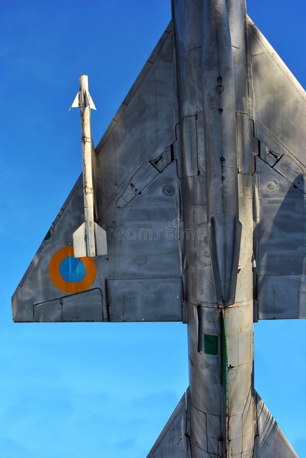 2018年2月:迅速上升Su24飞机的纪念碑在冬天公园在空军学院,导弹细节,哈尔科夫,乌克兰附近 库存照片