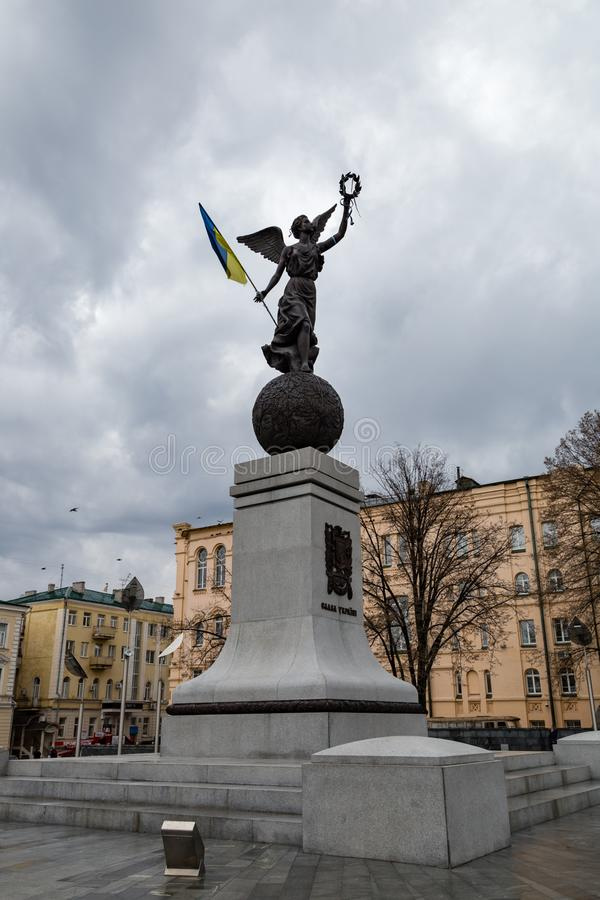 2017年12月-哈尔科夫,乌克兰:独立纪念碑,命名了飞行乌克兰,位于宪法广场 免版税库存照片