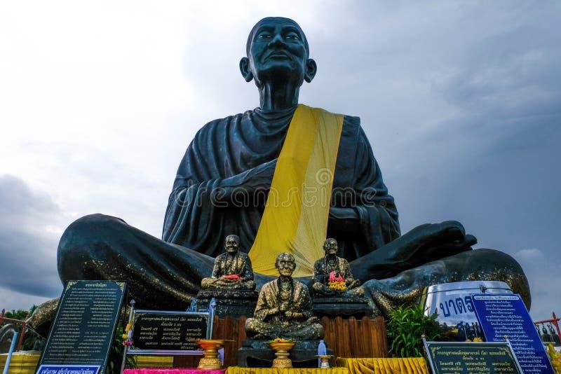 2018年4月1日在Somdej菩萨jarn Toh A雕象最大在wat棕褐色世界jed yod 采取在Prachuap Khiri Khan, 免版税图库摄影