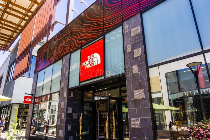2018年8月2日帕洛阿尔托/加州/美国-位于高级露天斯坦福购物中心的北部面孔商店,硅谷 库存图片