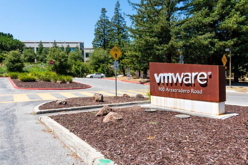 2019年6月21日帕洛阿尔托/加州/美国-对位于硅谷的VMware校园的入口;VMware提供计算的云彩和 免版税库存照片