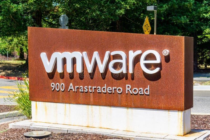 2019年6月21日帕洛阿尔托/加州/美国-标志位于入口对位于硅谷的VMware办公室;VMware提供 免版税库存图片