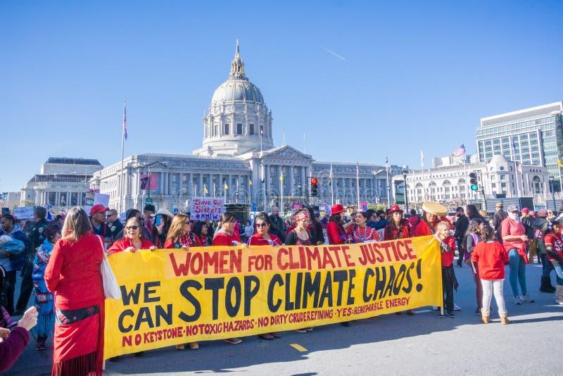 2018年1月20日旧金山/加州/美国- `中止气候变化`横幅被显示在发生在市中心P的集会 库存图片