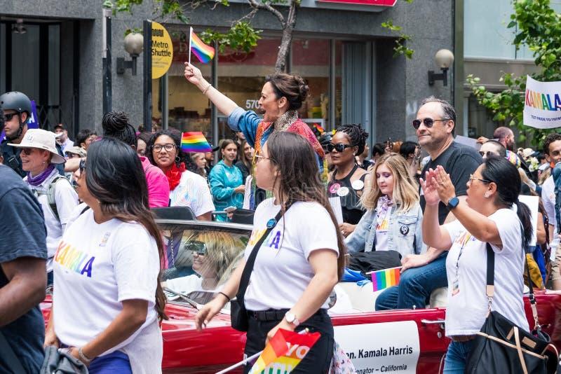 2019年6月30日旧金山/加州/美国-卡玛拉参与在2019年旧金山同志骄傲大游行游行的哈里斯 免版税库存图片