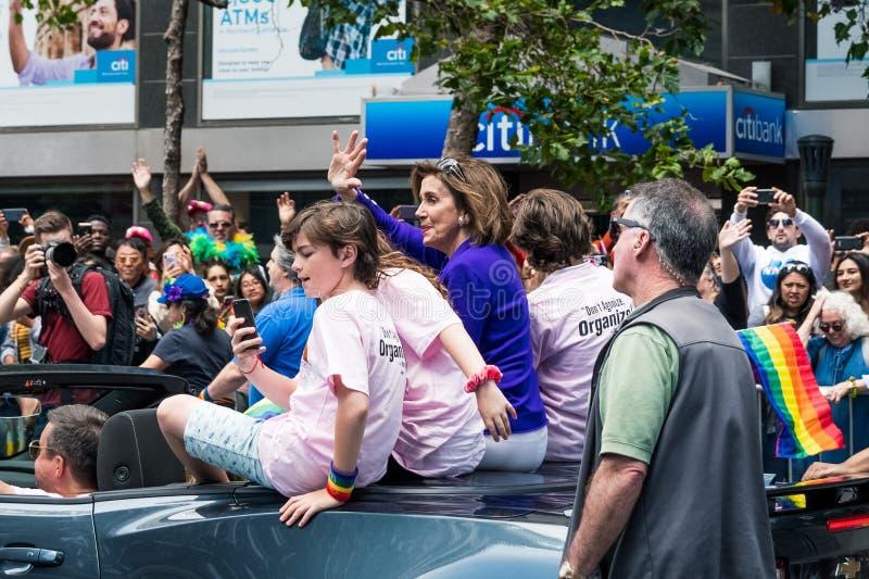2019年6月30日旧金山/加州/美国-参与在2019年旧金山同志骄傲大游行游行的南希・佩洛西;她是a 库存图片