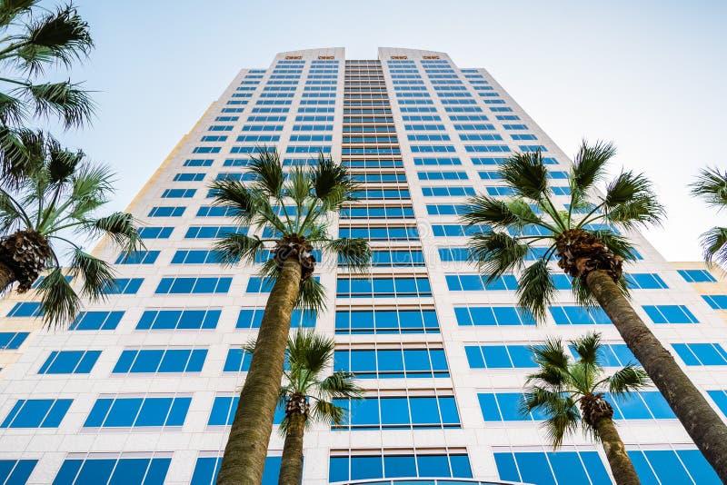 2018年4月14日萨加门多/加州/美国-明尼亚波利斯富国银行广场在市中心是高楼在城市和房子 库存图片