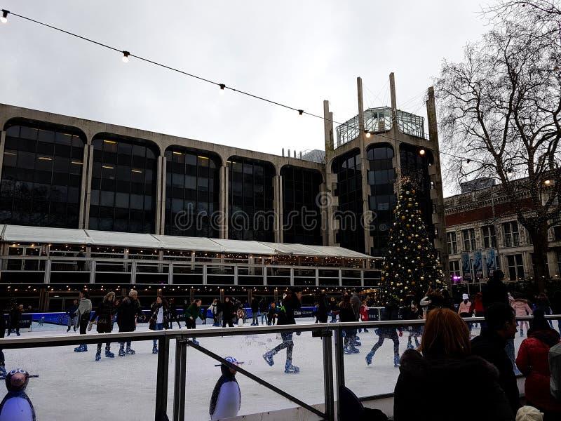 2017年12月28日,伦敦,英国-滑冰场自然历史博物馆外 免版税库存照片